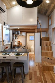 Kootenay for family of 3 by Tru Form Tiny Homes in Eugene, Oregon Tiny House Movement // Tiny Living // Tiny House on Wheels // Tiny House Kitchen // Tiny Home Kitchen // Tiny Home Tiny House Movement, Home Design Plans, Home Interior Design, Minimaliste Tiny House, Casas Containers, Loft Kitchen, Tiny House Living, Tiny House Family, Small Tiny House