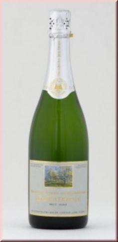 Bereits 1760 wurde die Herstellung von Schaumwein aus der berühmten Obstsorte Champagner Bratbirne urkundlich beschrieben. Diese »Weinbirne allerersten Ranges« wird nach der Lese gewaschen und von Hand nach Reife sortiert. Das anschließende »Schwitzen lassen« ist ein Teil unseres Geheimnisses, damit sich das üppige Aroma der Birne voll entwickeln kann.