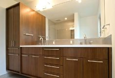 Modern and Minimalist Mid-Century Home Renovation Ideas - Home Design and Home Interior Mid Century Modern Bathroom, House Design, Mid Century House, Upstairs Bathrooms, Modern Bathroom Design, House Interior, Home Renovation, Renovations, Bathroom Design