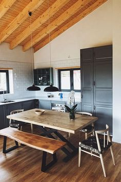 Kitchen Colors, Kitchen Decor, Kitchen Cupboards, Modern Rustic, Interior Inspiration, Home Kitchens, Sweet Home, New Homes, Table Chaise
