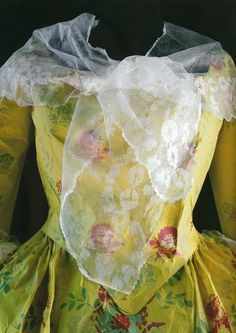 Paper dress by Isabelle de Borchgrave
