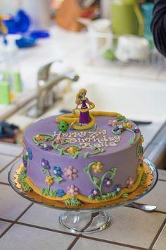 Tangled birthday cake Rapunzel Birthday Cake, Rapunzel Cake, Tangled Birthday Party, Themed Birthday Cakes, Princess Birthday, Princess Sofia, Princess Party, Toy Story Birthday, Third Birthday