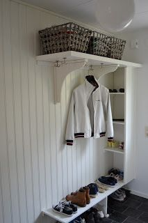 Hallway Storage, Entryway Organization, Bedroom Storage, Cottage Entryway, Entryway Decor, Hall Cupboard, Danish Interior Design, Small Hallways, Compact Living