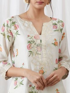 Kurtha Designs, Chudidhar Neck Designs, Neck Designs For Suits, Dress Neck Designs, Stylish Dress Designs, Designs For Dresses, Stylish Dresses For Girls, Simple Dresses, Blouse Designs