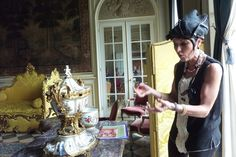 This Guest Lecturer explains the Art found in different rooms of the Chateau.