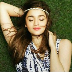 """""""What a super gorgeous pic of our favorite Dulhania Alia Bhatt. @Bollywood ❤ ❤ ❤ . . . #bollywood…"""""""