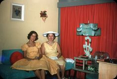 The party took a wrong turn when Suzette wore the veggie platter as a hat. Muriel was amused. Vintage Photographs, Vintage Images, Vintage Pictures, Vintage Colors, Retro Vintage, Retro Fashion, Vintage Fashion, Thats The Way, Easter Dress