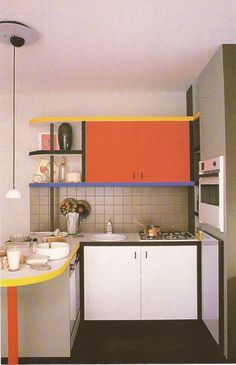 Perfect usage of color, geometric shapes, and furniture to create a Mondrian kitchen Kitchen Interior, 80s Interior Design, Interior Decorating, Interior, Apartment Interior, Home Decor, House Interior, Retro Interior Design, Kitchen Design