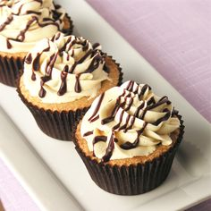Baileys Irish Cream Cupcakes - woot?? my fave liquer as a desser? what could be better?