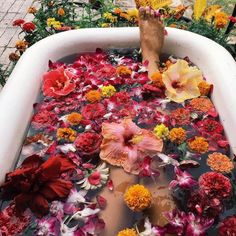 Would you take a bath full of flowers? Imagine how wonderful that is for the spirit. So uplifting and reenergizing. Makes me want to dive into the picture! Photo source found via tumblr. Edited by @sacraluna photo owner on IG: @ocean_dreamerr