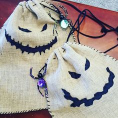 These DIY Oogie Boogie Trick or Treat Bags are really easy (and fun) to make! They are perfect for Mickey's Not So Scary Halloween Party or Halloween! Dulceros Halloween, Nightmare Before Christmas Halloween, Holidays Halloween, Halloween Treats, Halloween Decorations, Diy Halloween Trick Or Treat Bags, Fall Decorations, Jack Skellington, Halloween Wedding Favors