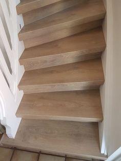Sieht Ihre alte Treppe unansehlich aus? Rutschen Sie gar leicht auf den abgenutzten Treppenstufen? Das können wir rasch für Sie ändern. Dank unseren speziellen und trendigen Treppenbelägen sehen diese nicht nur gut aus, sondern geben Ihnen einem rutschsicheren Stand auf den Stufen zurück. Nicht einfach nur wohnen, sondern leben im eigenen Domizil - bis ins hohe Alter. SEITZ DOMIZIL: wir haben's drauf! Jetzt anrufen und mehr erfahren (T: 06041-4827, Mo-Fr 7:00-16:00) oder mailen (E… Alter, Stairs, Board, Home Decor, Stair Treads, Refurbishment, Simple, Stairway, Decoration Home
