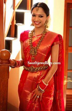 South Indian Bridal Saris - Orange and Gold Kanjivaram Sari South Indian Wedding Saree, Indian Bridal Sarees, Bridal Silk Saree, Indian Bridal Outfits, Indian Bridal Fashion, Indian Bridal Wear, South Indian Bride, Saree Wedding, Bridal Dupatta