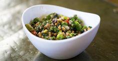Recette de Salade protéinée au quinoa. Facile et rapide à réaliser, goûteuse et diététique. Ingrédients, préparation et recettes associées.