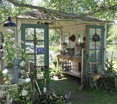 Check out this Recycled garden shed. I love how open it is More The post Recycled garden shed. I lo . Garden Cottage, Home And Garden, Garden Nook, Diy Garden, Garden Modern, Garden Whimsy, Herb Garden, Indoor Garden, Potting Sheds