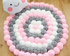 Handmade Cute and fluffy round Pom Pom rug consisting of three different colours (soft pink,light grey and white Measures diameter This rug will look lov Pom Poms, Baby Crafts, Diy And Crafts, Crochet Projects, Sewing Projects, Pom Pom Crafts, Diy Pom Pom Rug, Creation Deco, Diy Art