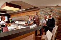 Hotelbar Bar, Table, Furniture, Home Decor, Pictures, Homemade Home Decor, Mesas, Home Furnishings, Desk