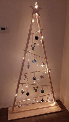 Wall Christmas Tree, Creative Christmas Trees, Christmas Wood Crafts, Diy Christmas Ornaments, Christmas Art, Christmas Projects, Holiday Crafts, Christmas Holidays, Holiday Decor