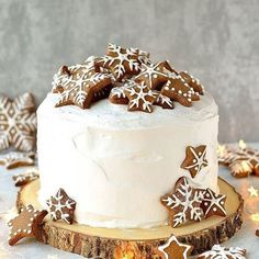 Gingerbread Topped Christmas Cake Domestic Gothess Rich Christmas fruitcake topped with marzipan royal icing and gingerbread stars and snowflakes Christmas Cake Decorations, Christmas Sweets, Christmas Cooking, Noel Christmas, Christmas Fruitcake, Christmas Cakes, Christmas Dessert Tables, Christmas Sweet Table, Holiday Desserts Christmas Cake