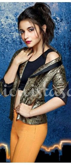 Alia Bhatt age, height, weight, affairs & See Bollywood Girls, Bollywood Actors, Bollywood Celebrities, Bollywood Fashion, Indian Actresses, Actors & Actresses, Indiana, Aalia Bhatt, Alia Bhatt Cute
