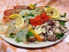 L'antipasto di pesce con Insalata di Polpo, Insalata di Mare, Salmone, Pescespada e Tonno affumicati, e Carpaccio di Baccalà.