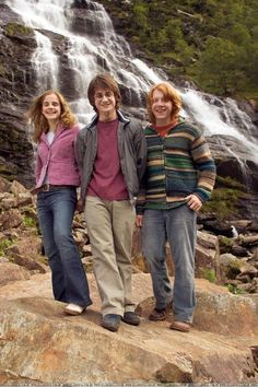 The Trio: Ronald Bilius Weasley,Hermione Jean Granger and Harry James Potter😍🌟