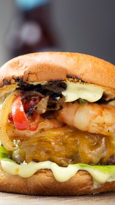 Cajun-Style Surf & Turf Burger Spice up your surf & turf with Cajun-spiced beef and shrimp, piled high with onions, peppers and more. Cajun Recipes, Seafood Recipes, Beef Recipes, Dinner Recipes, Cooking Recipes, Cajun Burger Recipe, Shrimp Burger, Hamburger Recipes, Barbecue Recipes