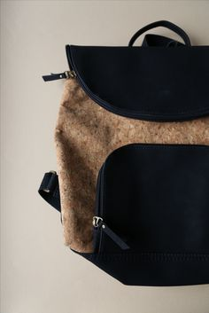 This limited edition Corck Backpack is part of a new collection of cork products from Colombia. Cork is a natural and sustainable material. Cork forests act as important havens for wildlife, including imperial eagles, storks, lynxes and others. Environmental responsibility is an important part of fair trade. Add ethical style to your adventures!