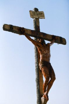 "Jesus Christ said, ""There is no greater love than to lay your life down for a friend"", and He did, so we could have a chance of eternity in Heaven--Jim Caviezel in The Passion of the Christ Passion Of Christ Images, La Passion Du Christ, Christ Movie, The Cross Of Christ, Jim Caviezel, Jesus Pictures, Religious Pictures, Religious Quotes, Christian Art"