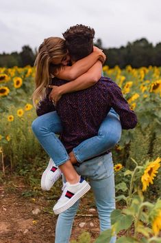 You do things… Couple Picture Poses, Couple Photoshoot Poses, Couple Photography Poses, Couple Shoot, Bridal Photography, Cute Couples Photos, Cute Couple Pictures, Cute Couples Goals, Sunflower Field Pictures