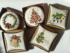 Christmas cookies by Hungarian artist, Mézesmanna Fancy Cookies, Iced Cookies, Biscuit Cookies, Cute Cookies, Royal Icing Cookies, Cupcake Cookies, Cupcakes, Christmas Sugar Cookies, Christmas Chocolate
