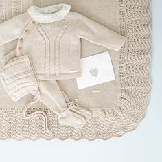 Conjunto – # noveaunéephoto You are in the right place about crochet bebes recien nacido Here we offer you the. Baby Cardigan Knitting Pattern, Baby Boy Knitting, Knitting For Kids, Baby Knitting Patterns, Baby Boy Outfits, Kids Outfits, Knitted Baby Clothes, Baby Kind, Our Baby