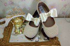 Sapato de Perolas feitas especialmente para você. Mais de 2.055 Sapato de Perolas: sapatinho de bebe com perola, sapato noiva sapato sapato de perolas perolas, sapato de perolas noiva, sapatinho de perola, sapatinho de perolas