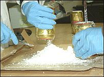 Latas llenas de cocaina