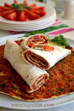 lavaş lahmacun tarifi Vejeteryan yemek tarifleri – The Most Practical and Easy Recipes Meat Recipes, Asian Recipes, Cooking Recipes, Ethnic Recipes, Turkish Kitchen, Flautas, Turkish Recipes, Different Recipes, I Foods