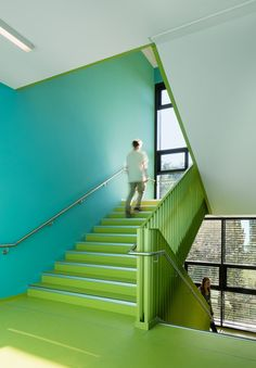 Image 5 of 16 from gallery of District School in Bergedorf / blauraum Architekten. Photograph by Werner Huthmacher Colour Architecture, School Architecture, Interior Architecture, Kindergarten Design, School Painting, Interior Stairs, School Building, School Colors, Colors