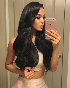 "@panamanianprincess takes one scorching selfie in her 340g 22"" #1B Off Black Boogatti set"