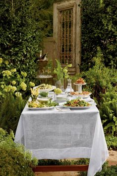 Summer style!! Gorgeous table set for a pretty and easy summer party! Easy Party Menu