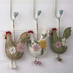 Felt Embroidered Hanging Chicken felt crafts felt ideas easy felt crafts things to make with felt felt DIYs felt gifts to make felt tutorials felt animals felt decorations Felt Crafts, Easter Crafts, Fabric Crafts, Sewing Crafts, Sewing Projects, Felt Projects, Easter Gift, Easter Decor, Chicken Crafts