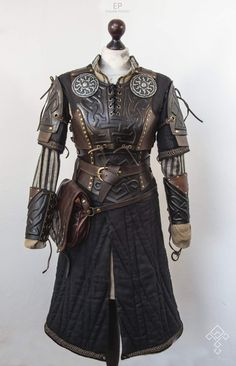 LARP Character costume Cheer Up Your Window This Winter With A Backyard To Grace It! Armor Clothing, Medieval Clothing, Historical Clothing, Historical Photos, Larp, Character Costumes, Character Outfits, Armadura Steampunk, Yennefer Cosplay
