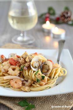 Spaghetti con misto mare fresco Spaghetti, Risotto, Gnocchi, Ethnic Recipes, Food, Eten, Meals, Noodle, Diet