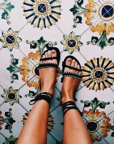 29 Her High Heels That Make You Look Cool - Shoes Fashion & Latest Trends Sock Shoes, Cute Shoes, Me Too Shoes, Pretty Shoes, Camila Morrone, Look Boho, Style Outfits, School Looks, Mellow Yellow