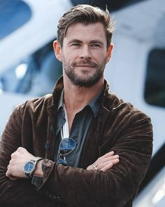 Chris Hemsworth Looking sharp! The Men In Black: International actor attends the TAG Heuer Autavia Collection launch in Sydney, Australia. </p> Chris Hemsworth from The Big Picture: Today's Hot Photos Chris Hemsworth Thor, Chris Hemsworth Movies, Men In Black, Hemsworth Brothers, Hugo Boss Man, Hollywood Actor, Tag Heuer, Haircuts For Men, Men Hairstyles