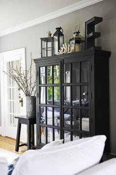 armoire vitrée noire