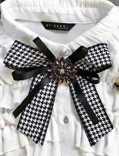 (2) Одноклассники Fashion 2020, Diy Fashion, Womens Fashion, Brooch Corsage, Women Bow Tie, Ribbon Jewelry, Ribbon Bows, Ribbons, Brooches Handmade