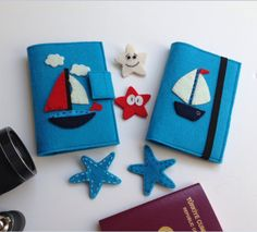Yelkenli Figürlü Pasaport Kılıfı Easy Felt Crafts, Diy And Crafts, Felt Books, Felt Decorations, Notebook Covers, Cover Template, Needle Felting, Hogwarts, Toys