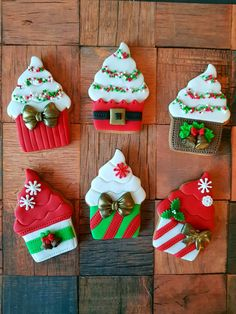 Easy and Fun Christmas Treats for Kids to Make – Sugar Cookies - Manuela H. - Easy and Fun Christmas Treats for Kids to Make – Sugar Cookies Christmas cupcake sugar cookies - Christmas Sugar Cookies, Christmas Cupcakes, Halloween Cupcakes, Christmas Sweets, Holiday Desserts, Holiday Cookies, Christmas Baking, Holiday Treats, Iced Cookies