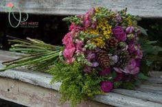 Orit Hertz - Floral Designer אורית הרץ - לימודי עיצוב ושזירת פרחים www.oh-flowers.com Hand Tied Bouquet, Floral Arrangements, Bouquets, Floral Design, Floral Wreath, Wreaths, Decor, Floral Crown, Decoration