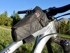 The Revelate Designs Mag-Tank Top Tube Bag Provides Easy Access to Gear, on the Fly - A Review https://www.singletracks.com/blog/mtb-gear/revelate-designs-mag-tank-top-tube-bag-provides-easy-access-gear-fly-review/