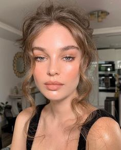 Peachy Makeup Look, Soft Makeup Looks, Glam Makeup Look, Nude Makeup, Pretty Makeup, Makeup Glowy, Natural Dewy Makeup, Natural Makeup For Blondes, Natural Makeup For Prom
